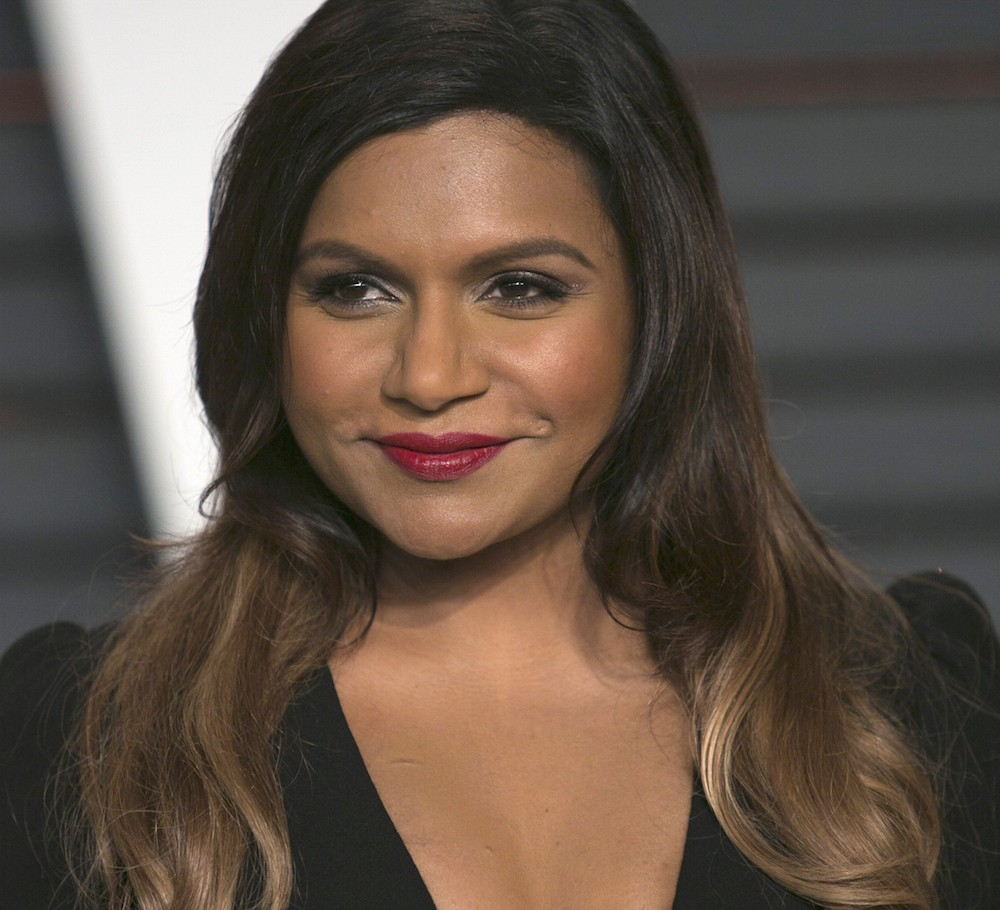 Mindy Kaling arrives to the 2015 Vanity Fair Oscar Party in Beverly Hills, California on February 22, 2015. AFP PHOTO/ADRIAN SANCHEZ-GONZALEZ        (Photo credit should read ADRIAN SANCHEZ-GONZALEZ/AFP/Getty Images)
