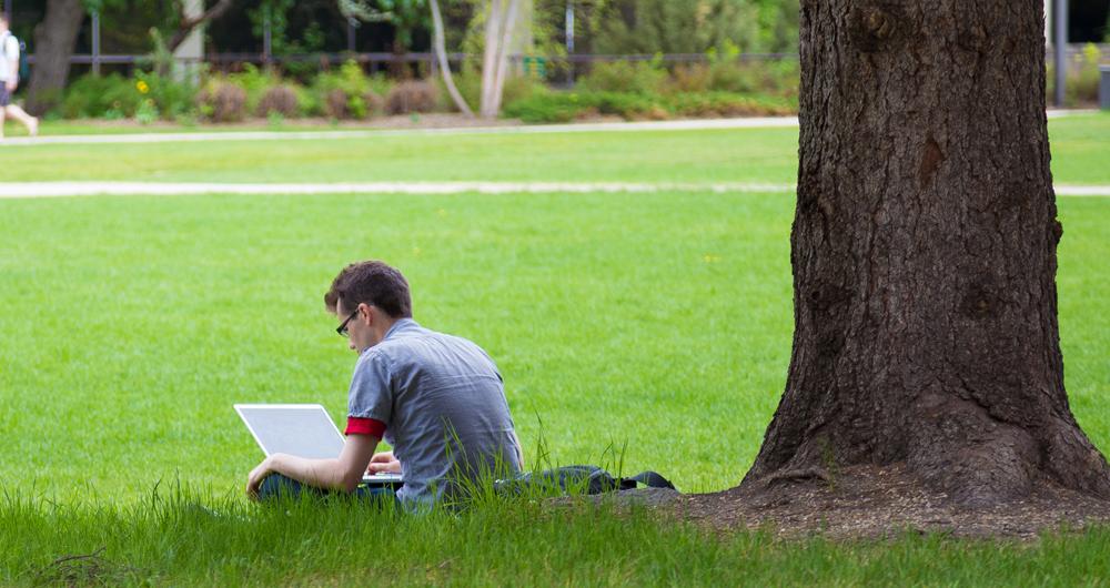 outdoor-laptop1