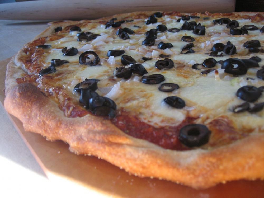 black-olive-onion-pizza1