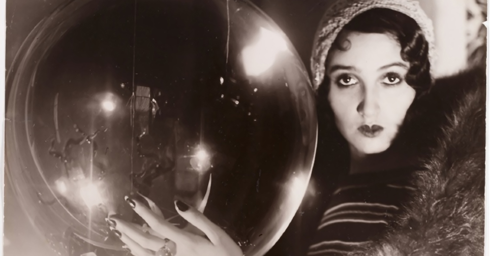 jacques-henri-lartigue-the-crystal-ball-rc3a9nc3a9e-perle-1931